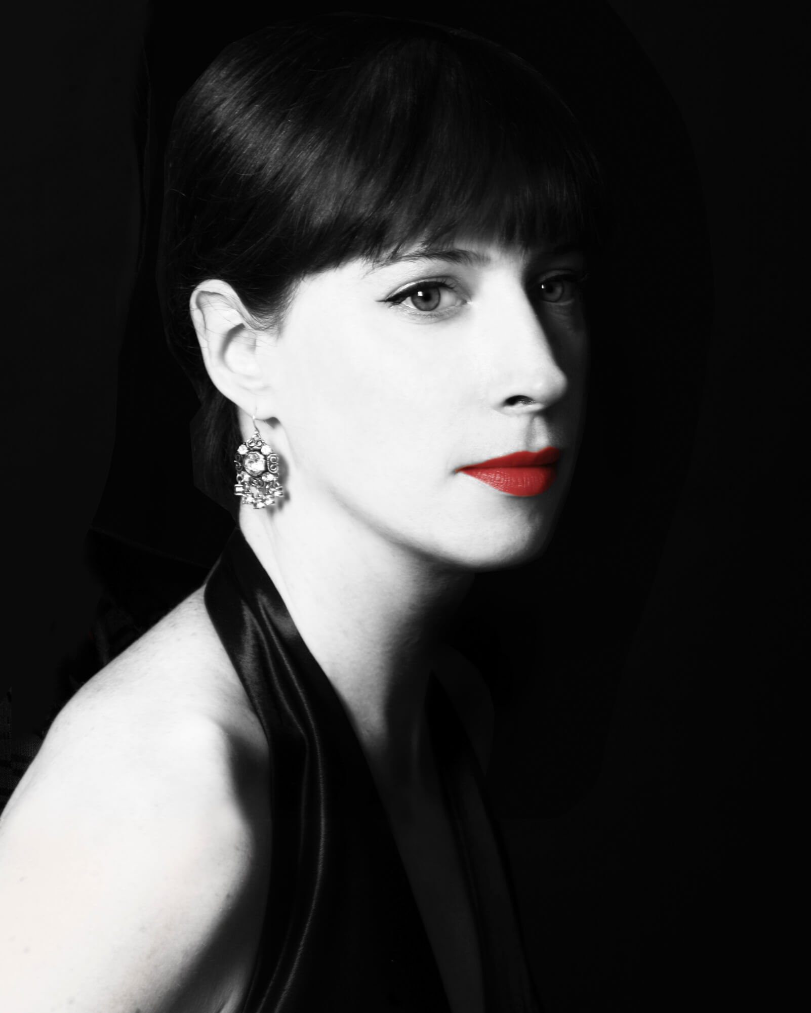 Violinist and artist director Madeleine Easton. Dramatic black and white photo with bright red lipstick